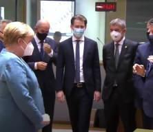 Merkel'den Conte'ye sosyal mesafe hatırlatması