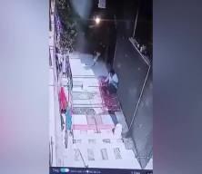 İşgalci İsrail'in tank mermisi evin bahçesine düştü! İşte o anlar