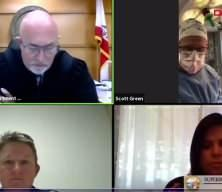 ABD'de doktor, ameliyat yaparken online mahkemeye katıldı