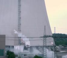 Almanya'da nükleer santral saniyeler içinde yıkıldı
