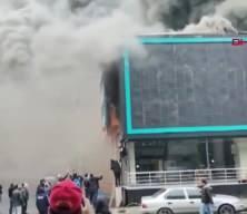 Ataşehir'de mobilya fabrikasında yangın; Mahsur kalan işçiler böyle kurtuldu