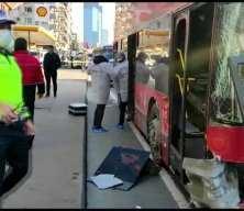 Beşiktaş'ta çift katlı İETT otobüsü bariyerlere çarptı