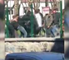 Beyoğlu'nda gencin boğazından bıçaklandığı meydan kavgası kamerada