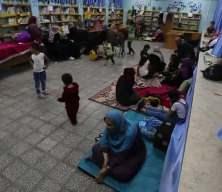 Filistinli aileler, İsrail saldırılarından korunmak için okullara sığındı