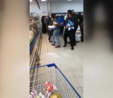 Markette yiyecek kavgası! Ekonomik kriz halka bunu da yaptırdı