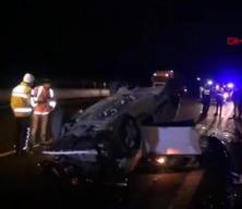Otomobil beton bariyerlere çarparak defalarca takla attı, sürücü hayatını kaybetti