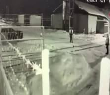 Rusya'da feci kaza! Demiryolu işçisine böyle çarptı