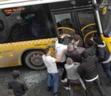 Şehir eşkıyaları! Camları patlatıp şoföre saldırdılar