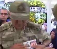 Şehit Korgeneral Osman Erbaş'ın FETÖ'cü hainlere gösterdiği unutulmaz tepki