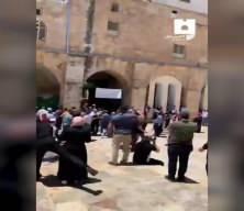 Son dakika görüntüleri düştü! Zalim İsrail Cuma Namazı'nda saldırdı