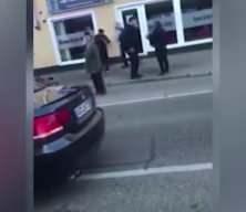 Türk babaya Alman zulmü! Polis biber gazı sıkıp, parmağını kırdı