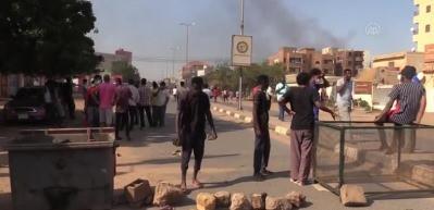 Sudan'da hayat pahalılığı, ekmek ve yakıt krizi protesto edildi