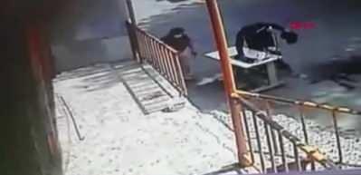 Sultangazi'de başına caraskal düşen adam hayatını kaybetti! O anlar kamerada