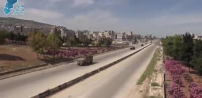 Suriye'de siviller Rus askeri konvoyunu taşladı
