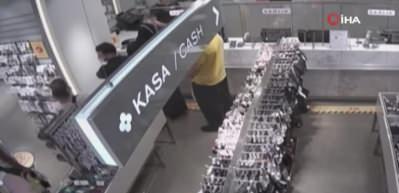 Taksim'de mağazadaki sıra kavgasının güvenlik kamera görüntüleri ortaya çıktı
