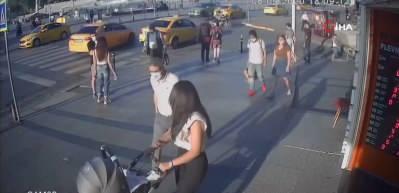 Bu kadarına da pes! Taksim'de şaşkına çeviren telefon hırsızlığı kamerada