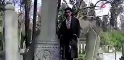 Tarihi mezarlıkta skandal klip!