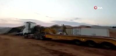 Taşıyıcıya yüklerken koca tankı devirdiler! Dünyaya rezil oldular