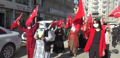Terör mağduru aileler HDP İl Başkanlığı binası önünde eylem yaptı