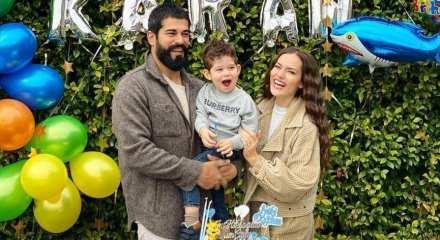 2 yaşındaki Karan annesi Fahriye Evcen'in ninnilerine eşlik etti!