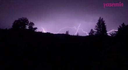 Muhteşem şimşek fırtınası yakından görüntülendi!