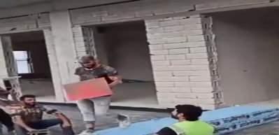Trabzon'da, işçilerin inşaat malzemeli defilesi, sosyal medyada ilgi gördü