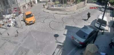 Turistin cep telefonuyla kaçan taksici yakalandı!