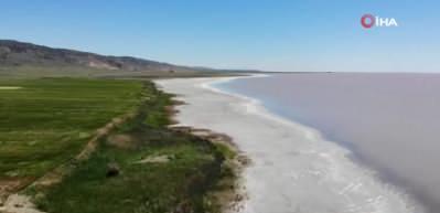 Tuz Gölü pembe-kırmızı renge büründü