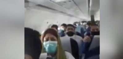 Uçak türbülansa girdi; yolcuların panik anları kamerada