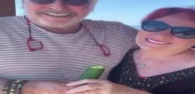 Erdal Özyağcılar ve eşinden 50. yıla özel salatalık videosu