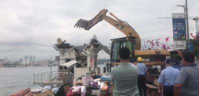 Üsküdar sahilinde bulunan 2 büfe yıkıldı