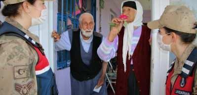 """Yaşlı çift, jandarmaya """"bayram harçlığı"""" teklif etti"""