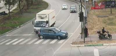 Yaşlı kadın kazadan kıl payı kurtuldu