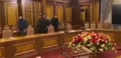 Yenilgi sonrası Başbakanlık binasını bastılar! Paşinyan'ın makam odası...