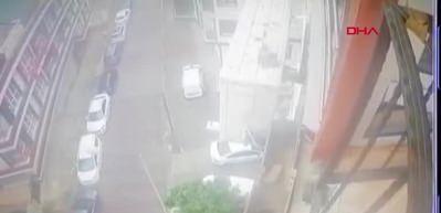 Yokuşta kayan TIR'ın 4 otomobile çarptığı kaza kamerada