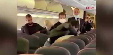 Yolcu uçağında ortalık karıştı! Yumruk yumruğa kavga...