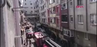 Zeytinburnu'nda bina çöktü! Çok sayıda ekip bölgede