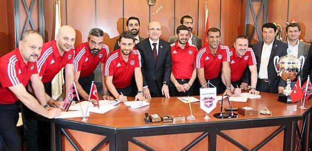 Maliye Bakanı Şimşek, Gaziantepspor'u ziyaret etti