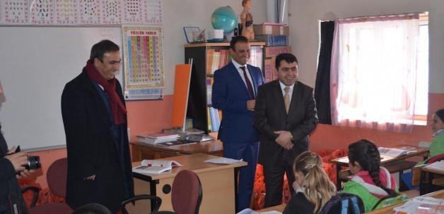 Özalp'te öğrencilere giyim yardımı yapıldı