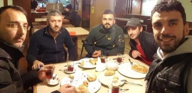 Sofuoğlu TIR sürücüleriyle kahvaltı yaptı