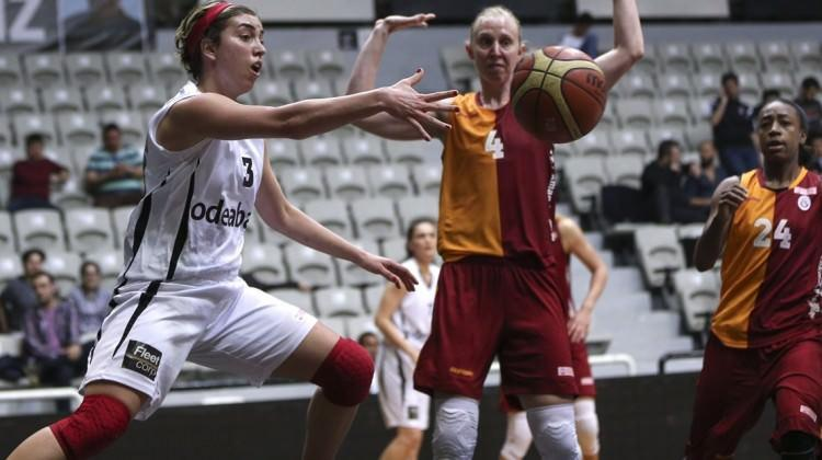 Derbide Galatasaray fark attı
