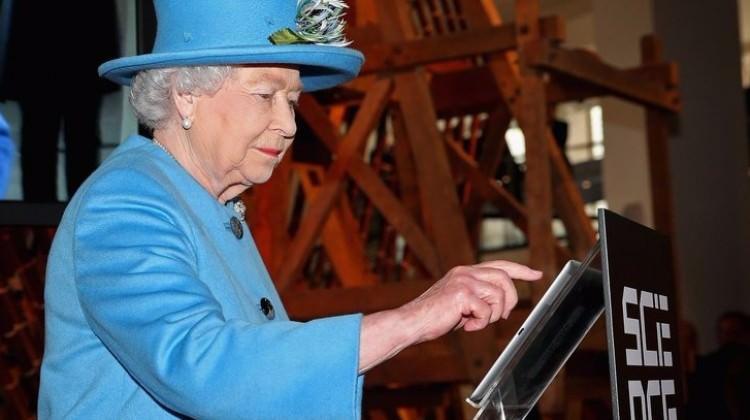 Kraliçe'ye 200 bin lira maaşla editör