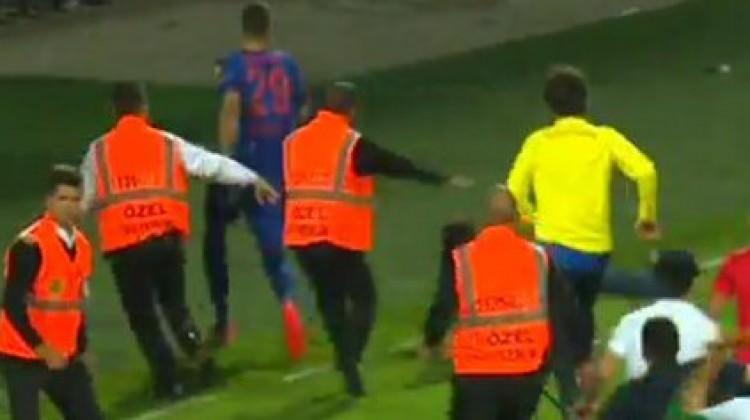 Alanya'da taraftarlar futbolcuları kovaladı
