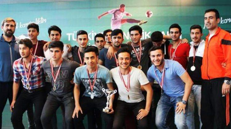 TÜGVA turnuvasının kazananları kupalarını aldı