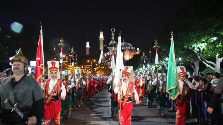 Fatih'te tarihi baklava alayı coşkusu
