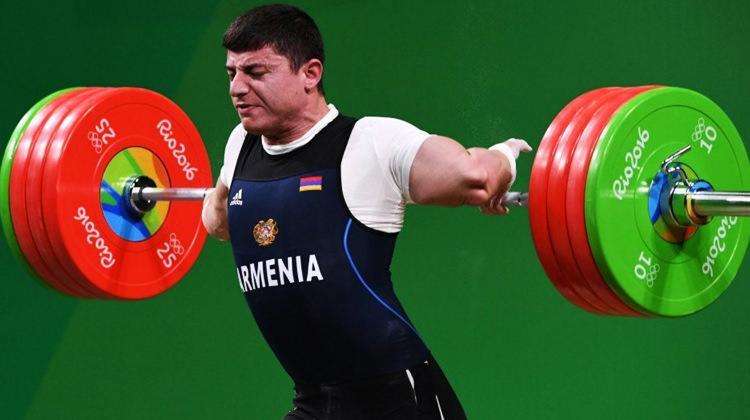 Ermeni haltercinin kolu kırıldı!