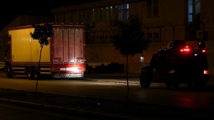 Adana'da şüpheli araçta bomba incelemesi