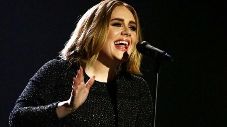 Adele evleniyor!