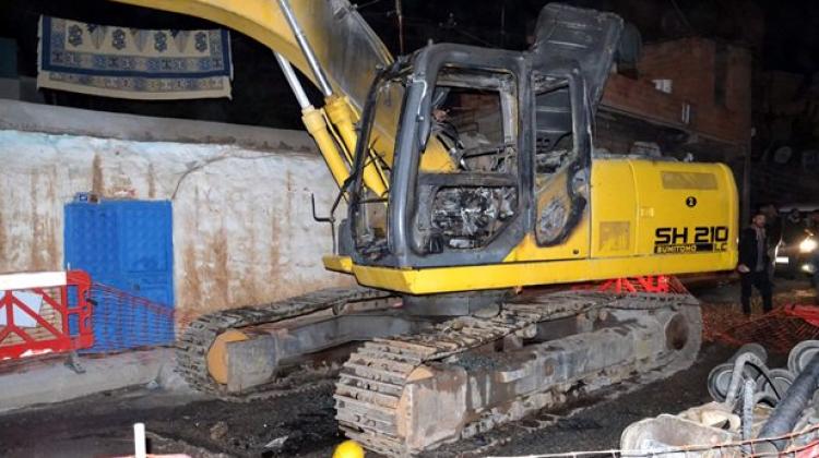 Siverek'te iş makineleri kundaklandı
