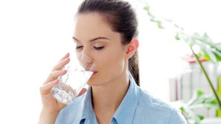 Aç karnına su içen hasta olmuyor